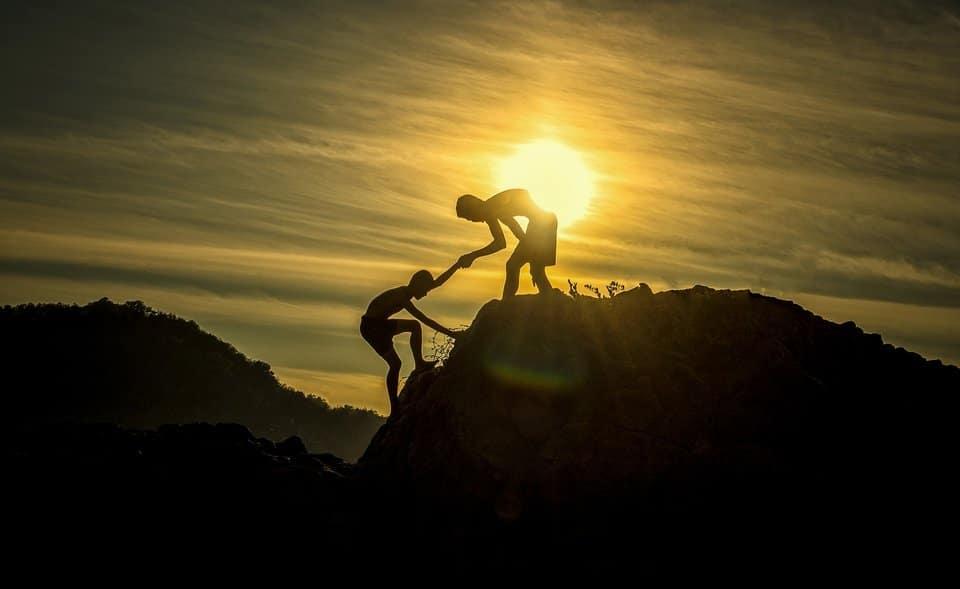 aventura - ayudando a otro